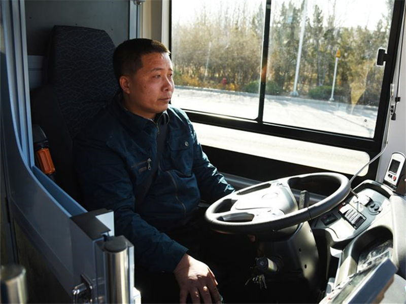 Auto driving electric bus, truck tested in Jinan, E China