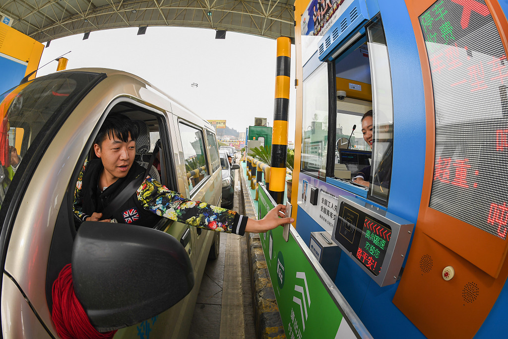 Mobile payment to cover China's manual toll collection expressways in 2019