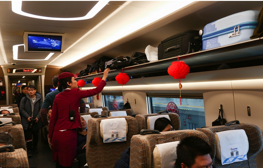 Warm moments on Spring Festival journeys home