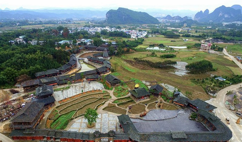 Shuanglonggou Forest Tourist Resort creates job opportunities for impoverished households in Guangxi
