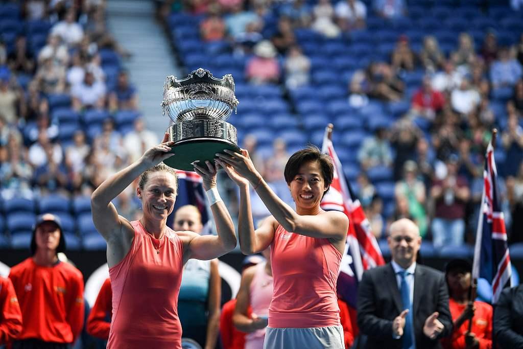 Zhang Shuai, Samantha Stosur win women's doubles title