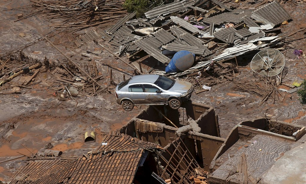 Brazil dam collapses, killing 'several'