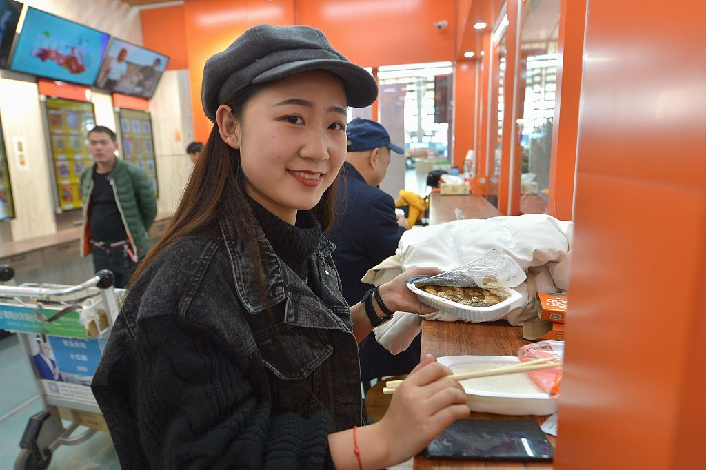 China's catering industry booming