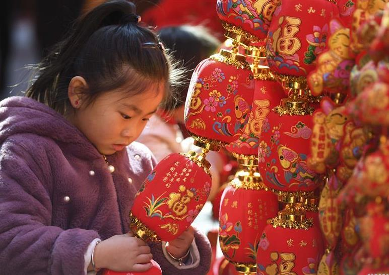 Red decorations arranged across China to greet upcoming lunar New Year
