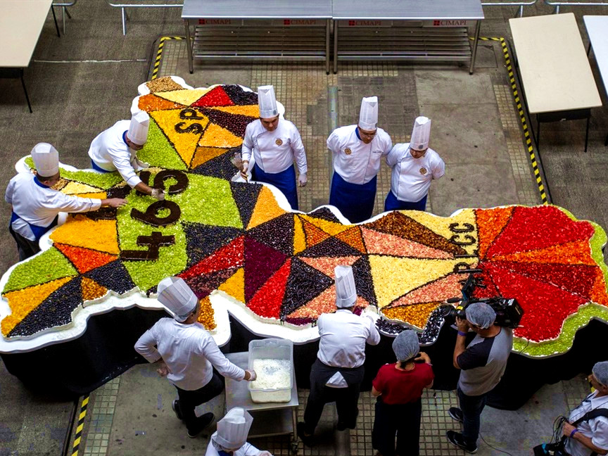 A 550kg cake to celebrate the 465th anniversary of Sao Paulo
