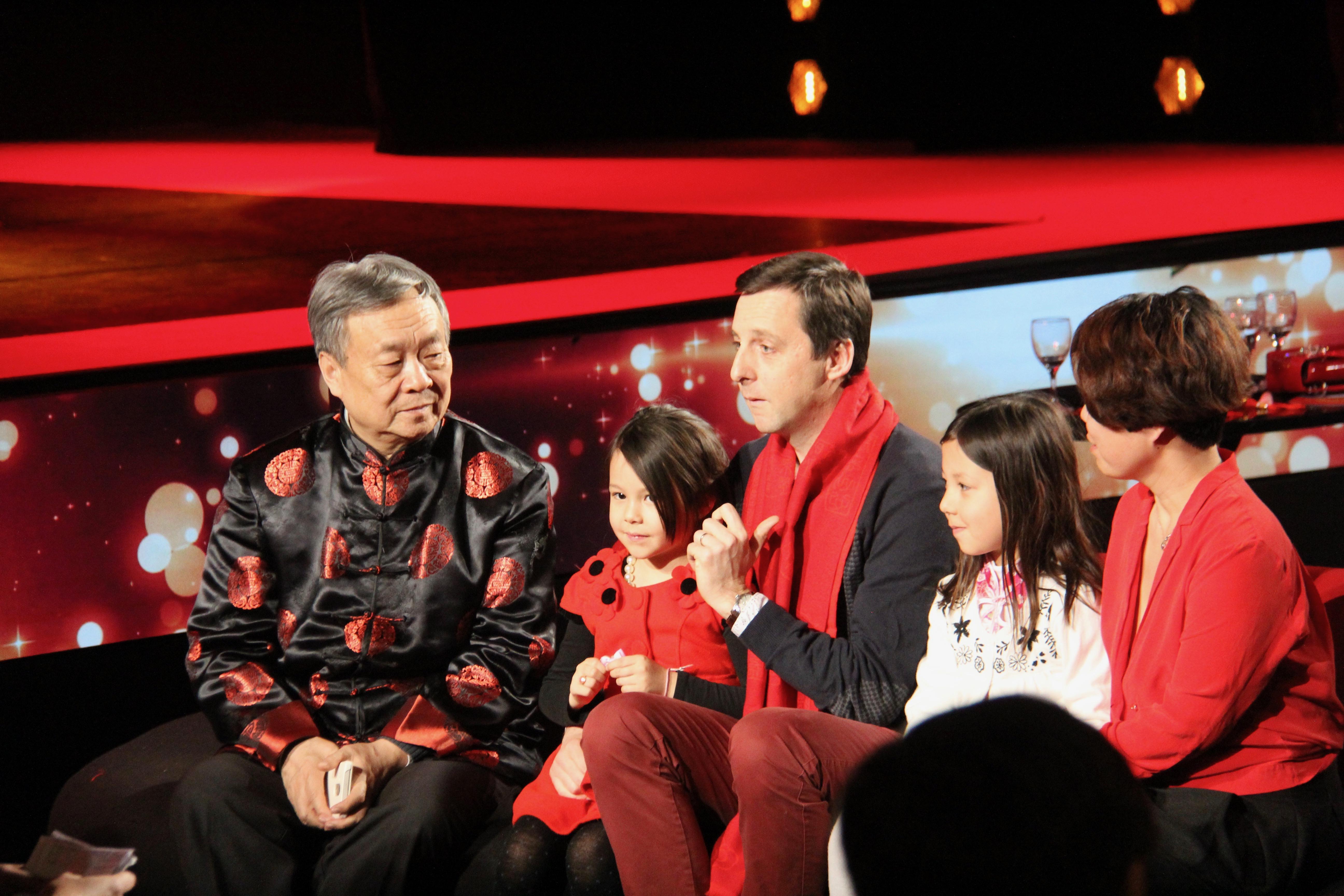 Paris gala marks 55th anniversary of Sino-French ties