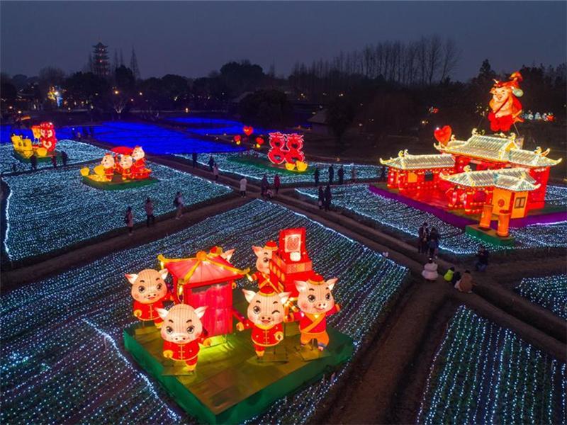 Local lantern festival held in Wuzhen, East China