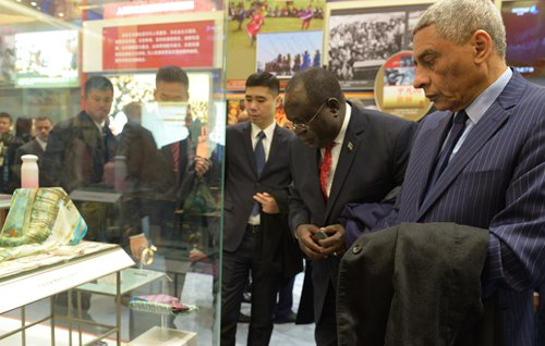 Exhibition on China's four decades of change draws praise from ambassadors