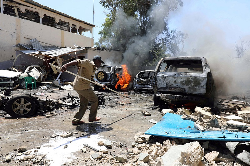 At least 1 killed, 3 injured in car bomb in Mogadishu: police