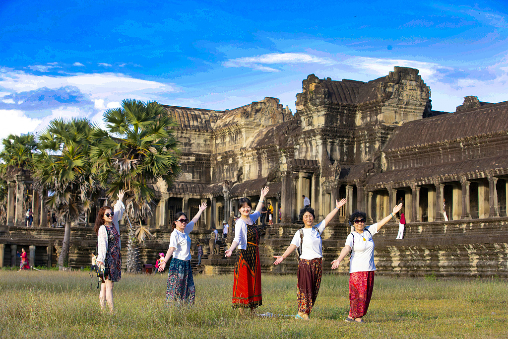 Cambodia, China jointly promote mutual tourism destinations