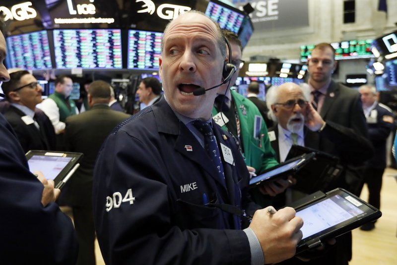 Early gains fade as Wall Street assesses earnings