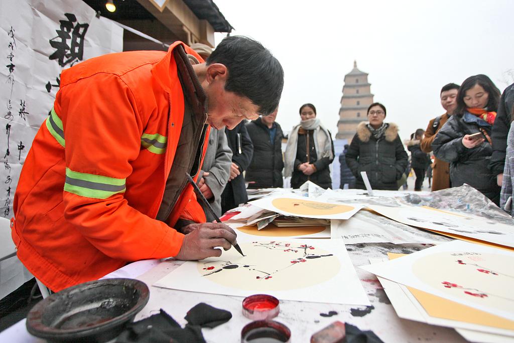 Sanitation worker hosts art exhibition on city street