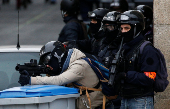 French riot police challenged over riot control