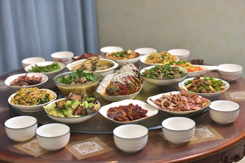 New trends show up on China's Spring Festival tables