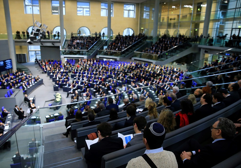 German parliament commemorates Holocaust victims