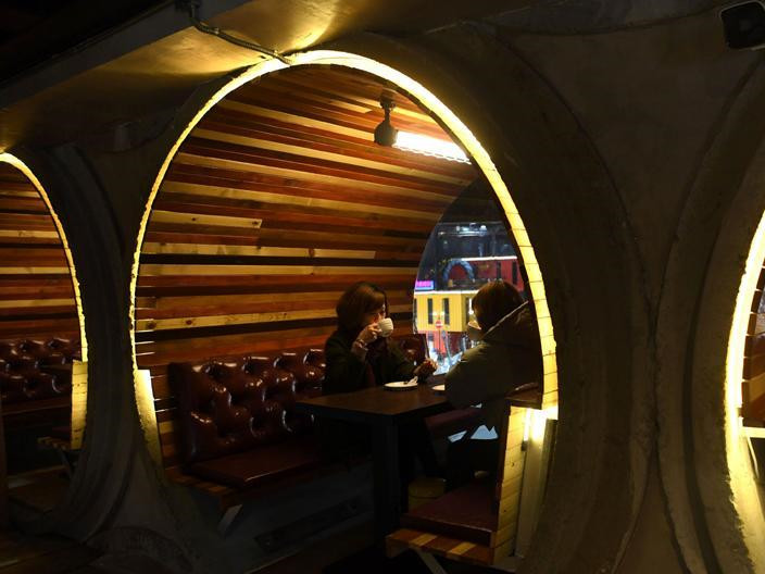 Chongqing café highlights cement pipes, local culture