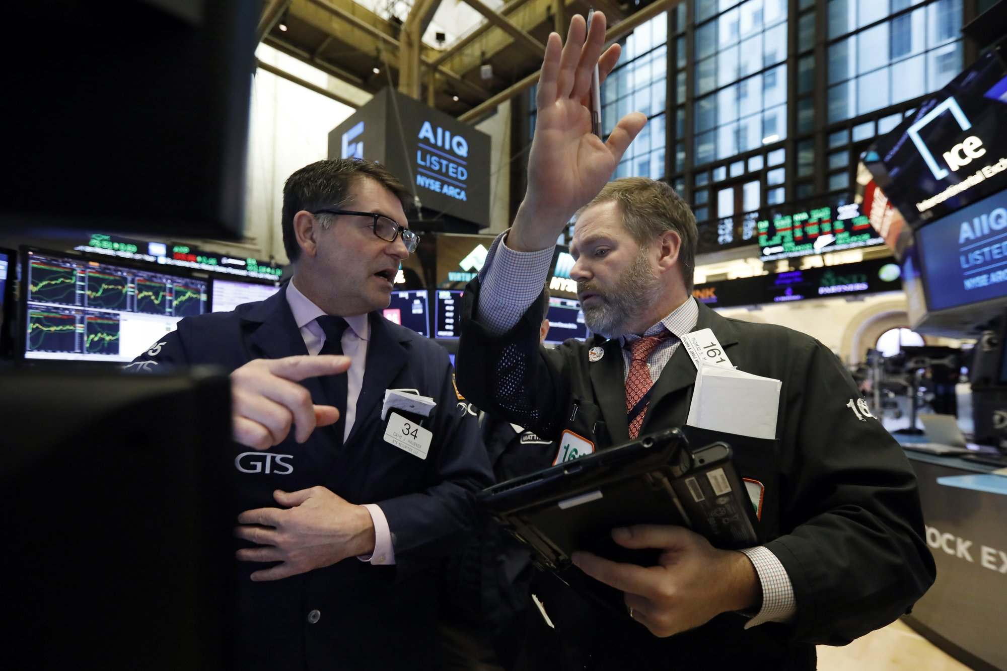 Luxury retailers, technology companies push stocks higher