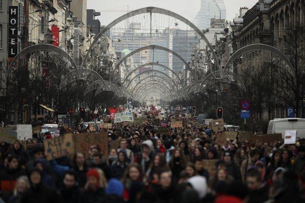 Belgian climate minister denounces protest marches as plot