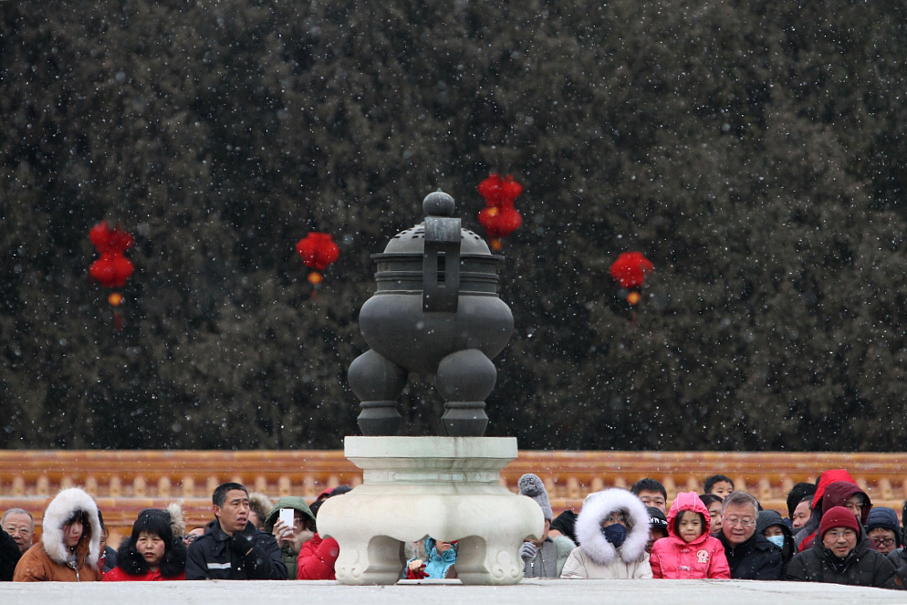 Beijing ushers in first snow this winter