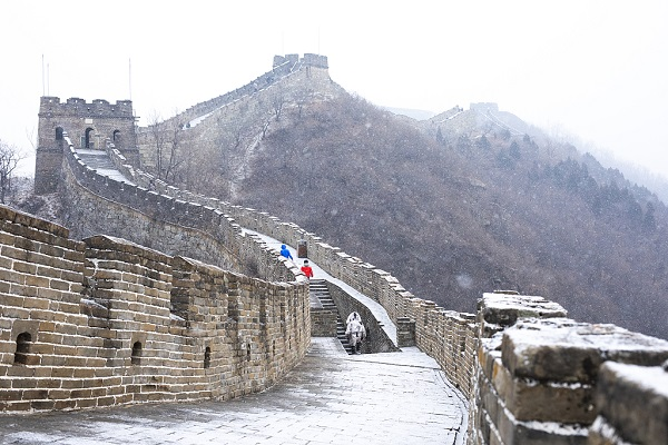 First snow falls on Mutianyu Great Wall during Chinese Lunar New Year