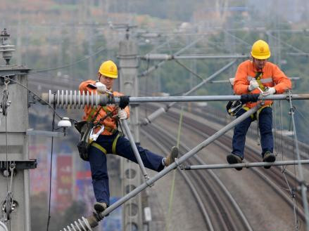 Railway power supply workers stay at their posts during Spring Festival