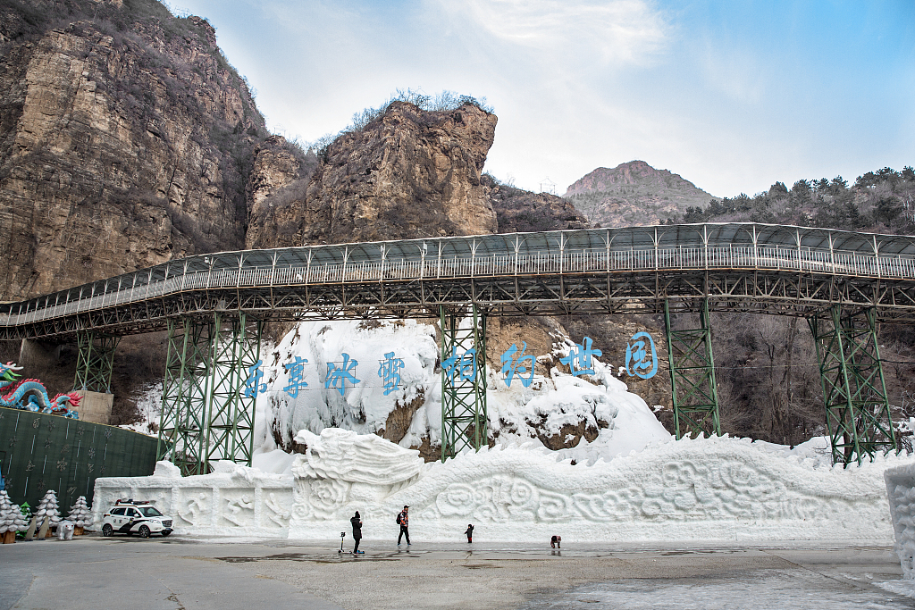 One dead, 12 injured by fallen rocks at ice lantern show in Beijing's outlying district