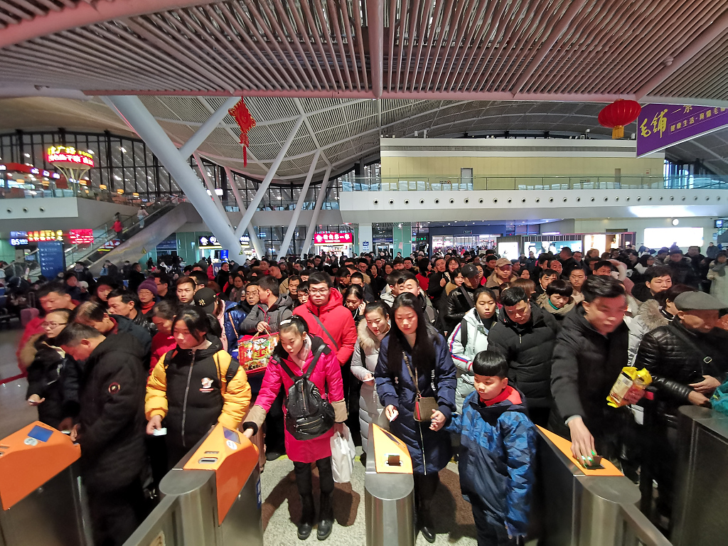 China greets travel peak as people return to work at the end of the Spring Festival holiday