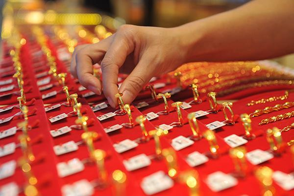 Cosmetics, aquatic products, jewelry most sought after imported items in China