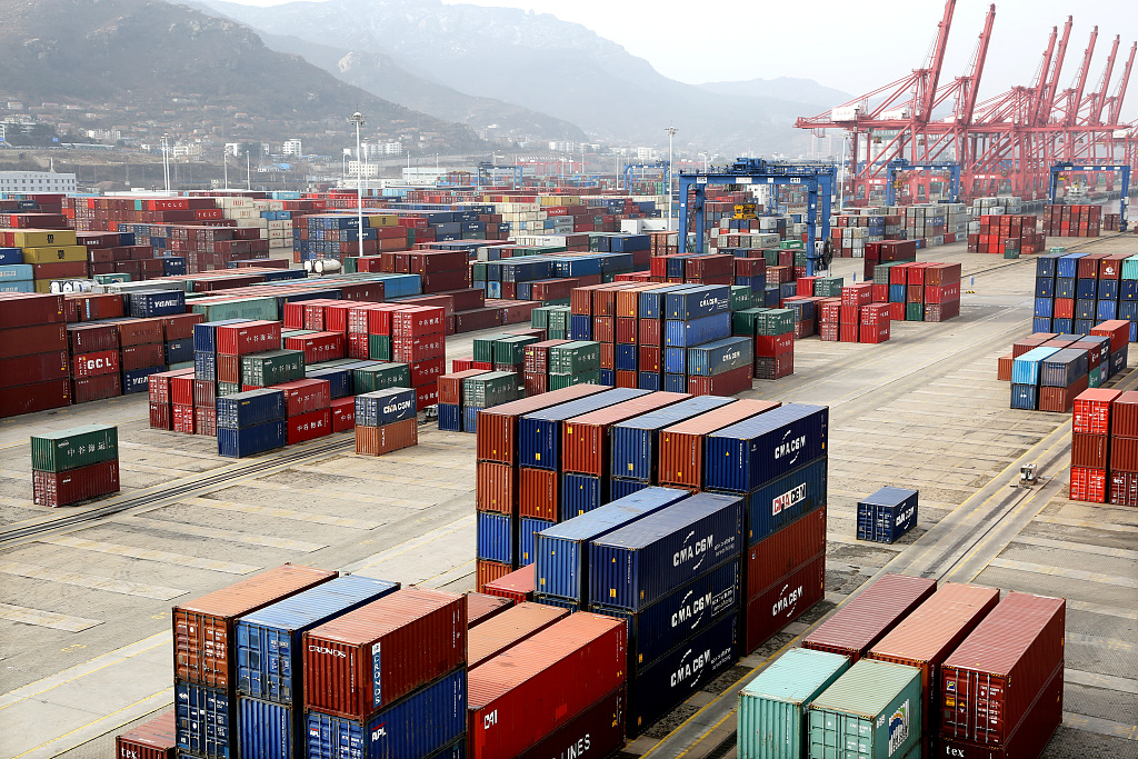 China's export container transport index edges up in January