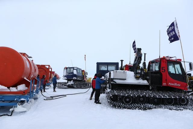Chinese researchers in Antarctica arrive at Zhongshan Station after six-day journey