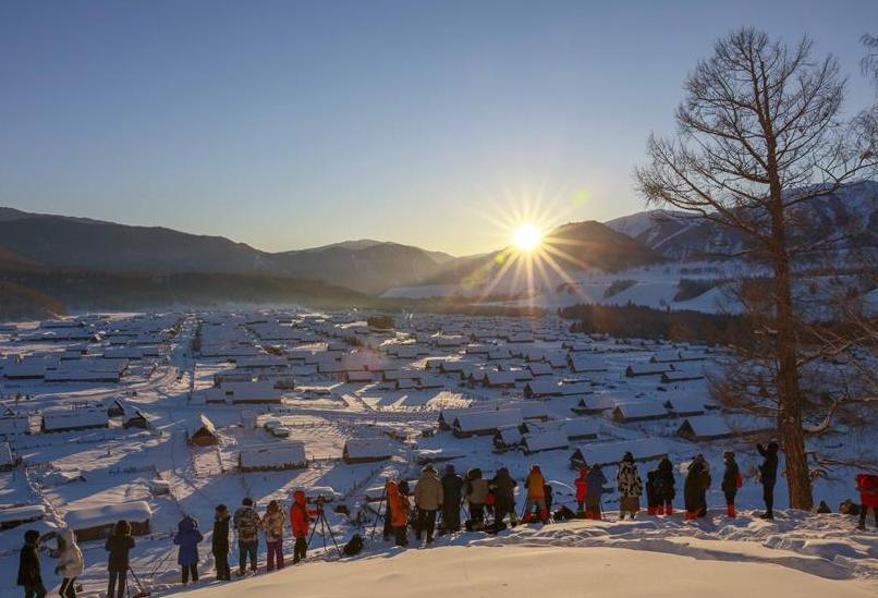 Kanas scenic spot in Xinjiang attracts lots of visitors during Spring Festival