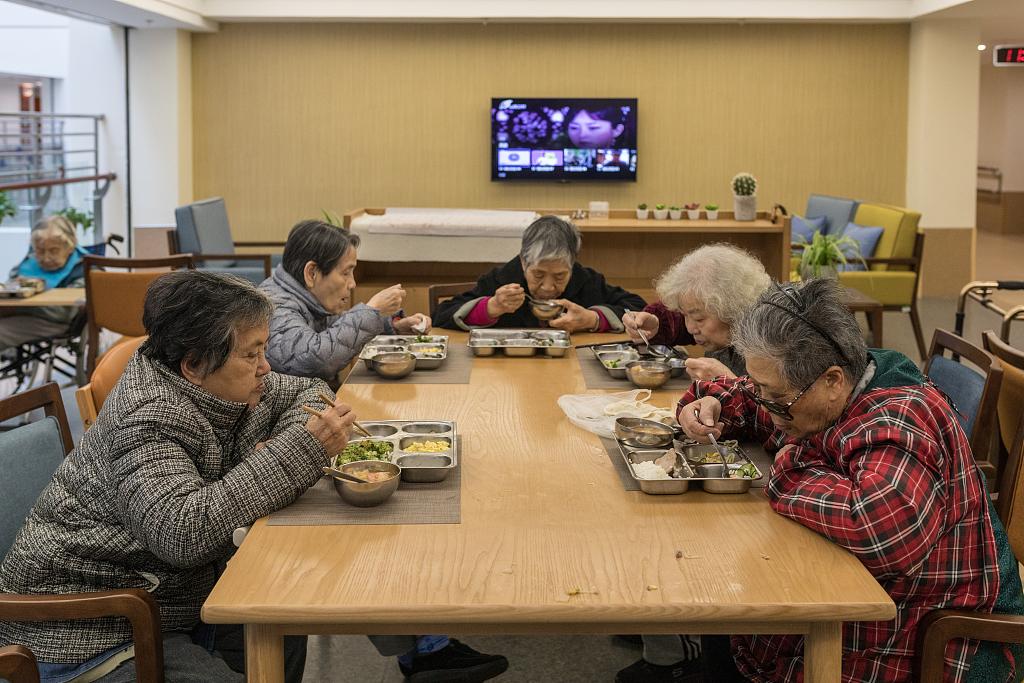 Long-term elderly care insurance program benefits 186,000 in Shanghai