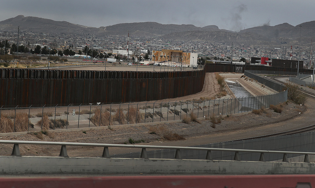 US budget talks resuming amid pessimism over border differences