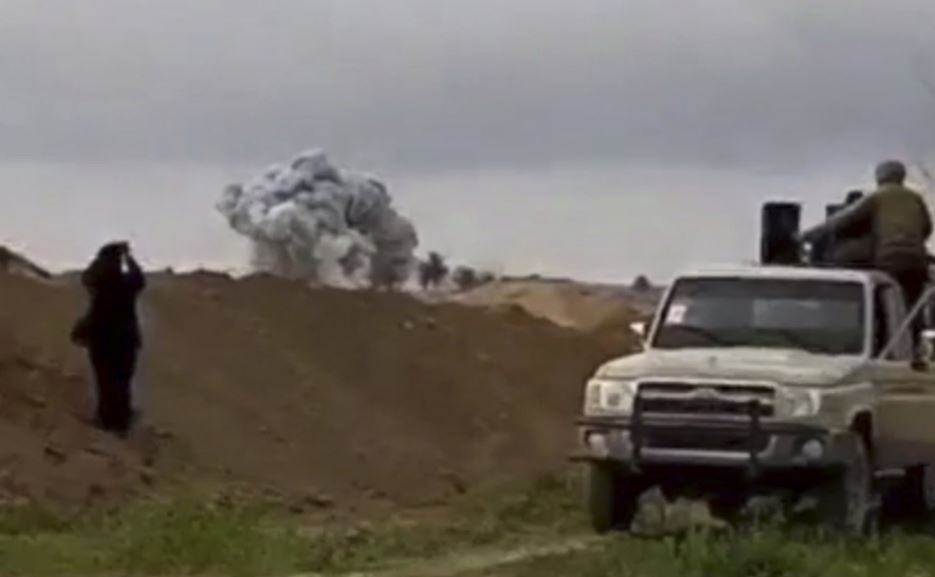 US strikes IS-held mosque as Syria battle intensifies