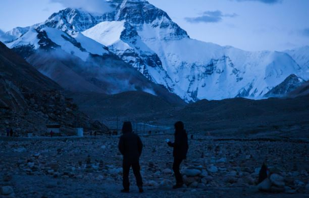Qomolangma reserve bans ordinary tourists in core zone