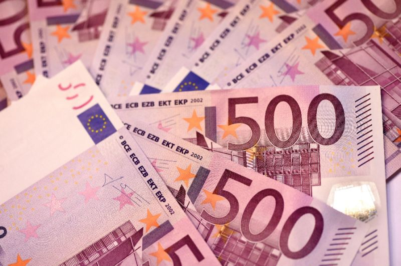 French cash van driver hid half $3.2 mln haul before arrest: police