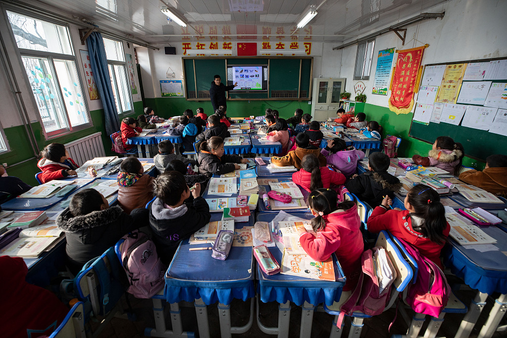 China to continue enhancing teacher education: official