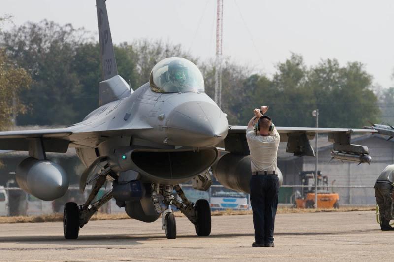F-16-Fighting-Falcon-Cobra-Gold-2019.jpg