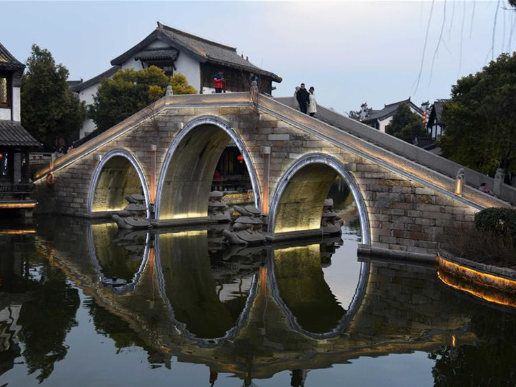 Tourists visit ancient town of Taierzhuang in E China's Shandong