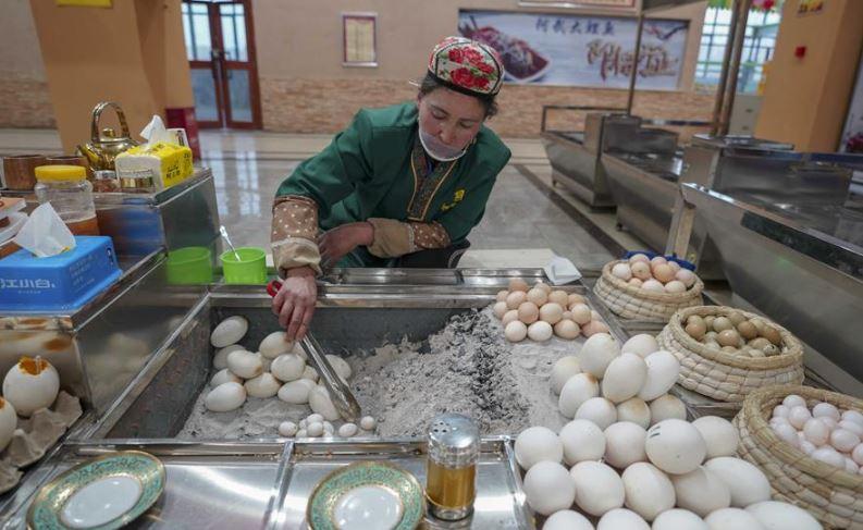 Xinjiang prefecture promotes multi-ethnic communities