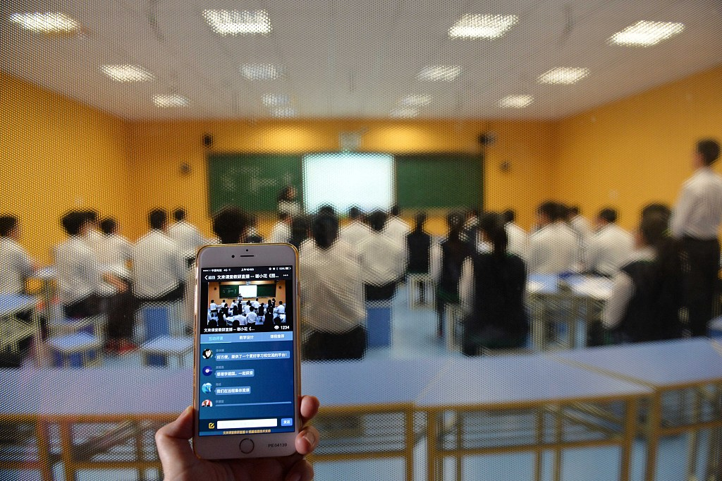 Ministry to ban teachers from assigning homework via WeChat, QQ