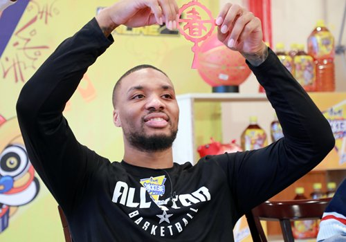 NBA star Lillard sends New Year regards to fans with 'incredible' Chinese