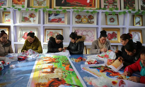 Xinjiang deploys officials in villages to help with poverty work