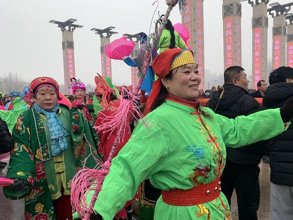 Beijing holds Spring Festival temple fair