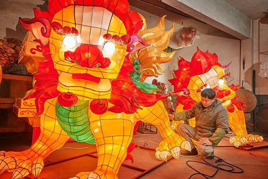 From migrant worker to artist: the moving story of a lantern designer