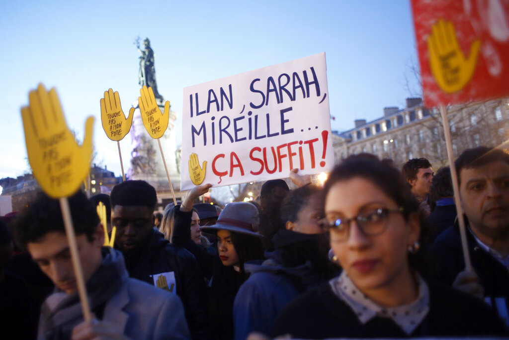Thousands rally in France to oppose recent anti-Semitic acts
