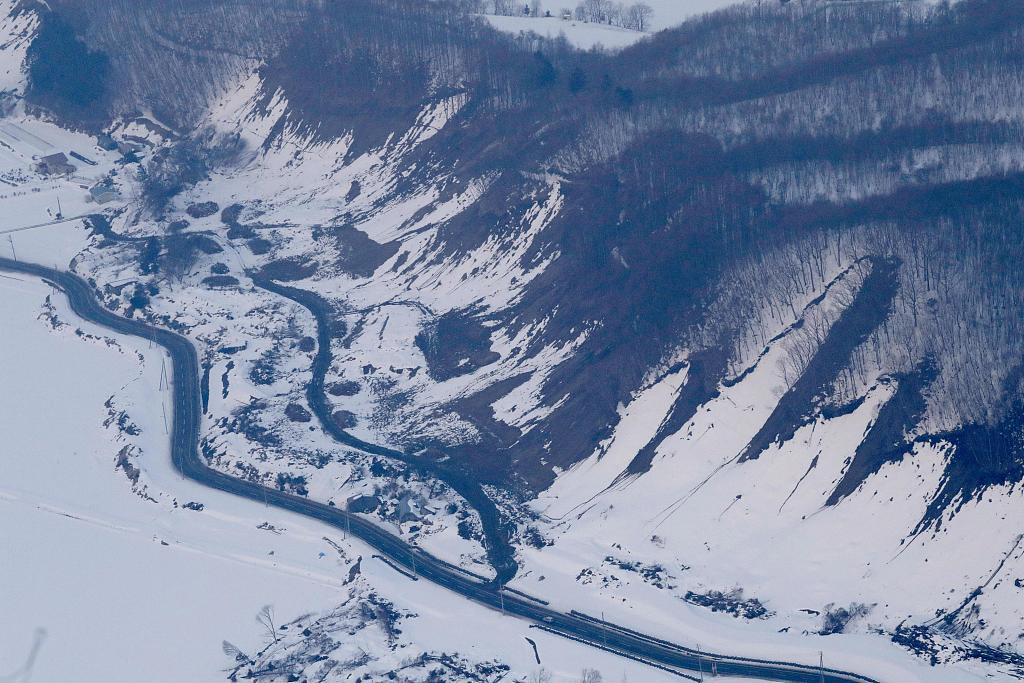 4 injured, hundreds stranded for hours in Japan's Hokkaido quake