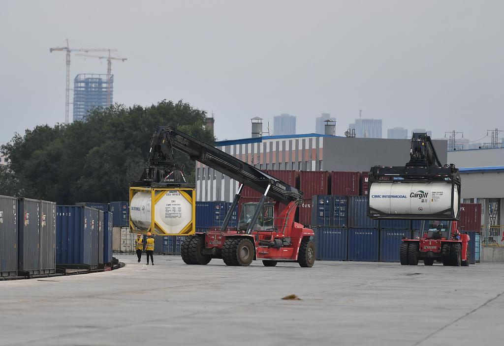 Xinjiang embraces first inbound TIR truck