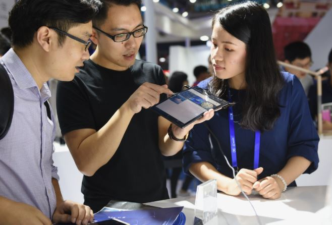 Huawei beats rivals in smartphone sales