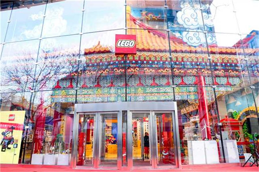 Lego cuts ribbon on Beijing flagship store